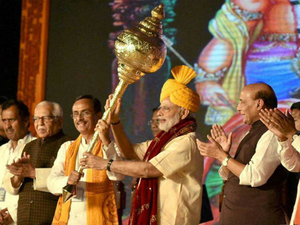 A day after PM's Dussehra speech in Lucknow, UP minister equates Modi with Ravana