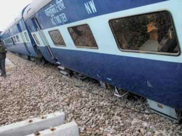 Patna-Indore express derails: UP CM Akhilesh Yadav directs DGP to monitor relief operations