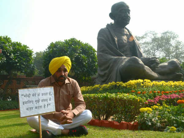 AAP MP Bhagwant Mann protests outside the parliament
