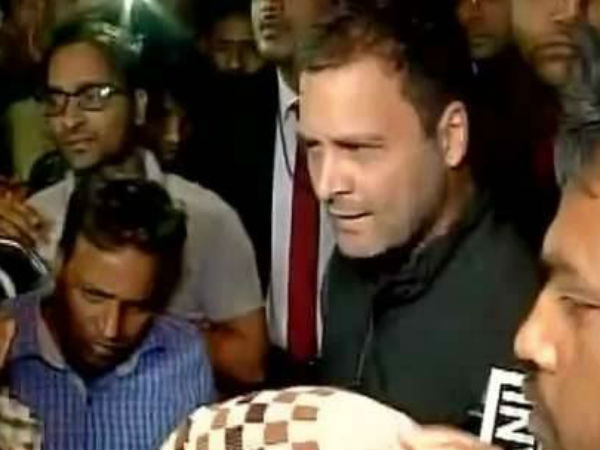#Demonetization: Congress VP Rahul Gandhi meets people outside ATM in Delhi's Anand Parbat area