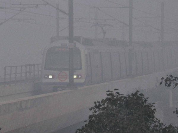 New Delhi:37 trains delayed, 06 rescheduled due to #fog