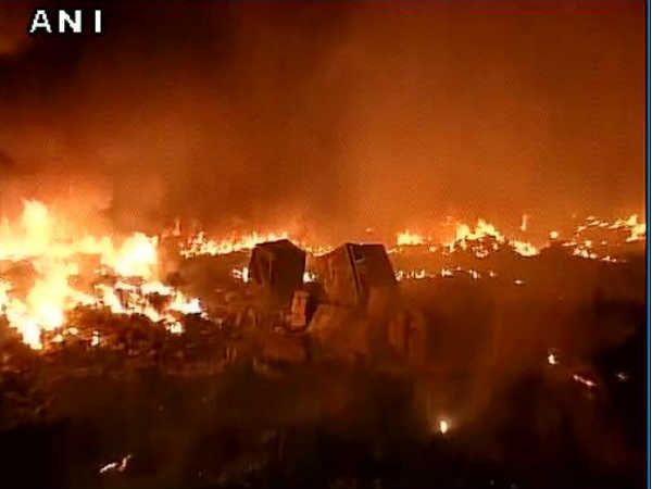 Fire breaks out in shanties in Delhi's Rithala, 30 fire tenders at the spot