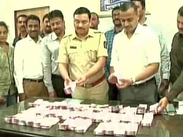 thane arrest new currency