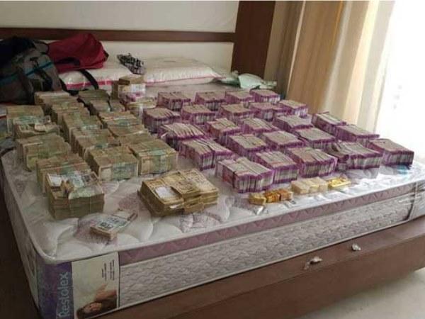 बेंगलुरु: इनकम टैक्स की छापेमारी में करीब 6 करोड़ रुपये जब्त, 16 किलो सोना भी बरामद