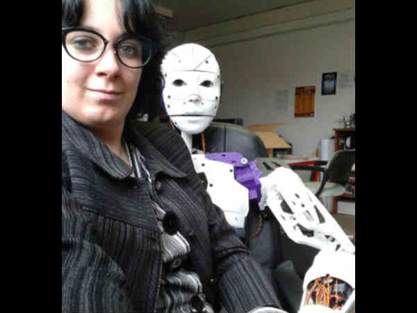 Woman reveals she has fallen in love with a ROBOT2