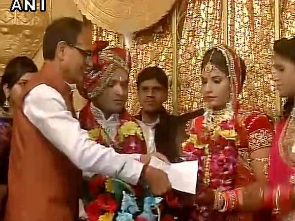 Shivraj Singh Chauhan attends wedding ceremony Ramashankar Yadav's daughter