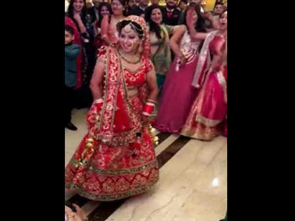 Video: Bride dancing entry on her own wedding
