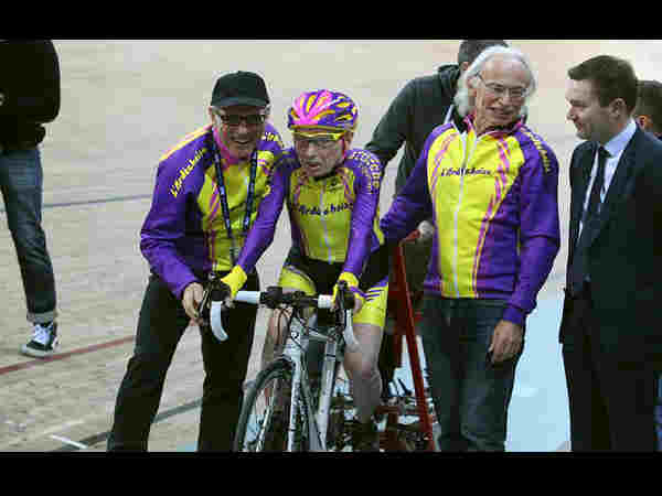 105-year-old man sets record by cycling more than 14 miles in an hour
