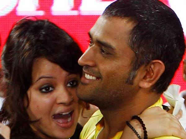 How Mrs Sakshi Mahendra Singh Dhoni reacted after her husband stepped down as India captain