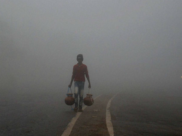 Delhi: 48 trains delayed,12 rescheduled and 1 cancelled #fog