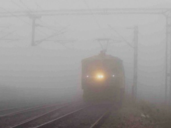Delhi, Uttar POradesh, Madhya Pradesh: 53 trains delayed , 26 rescheduled and 3 cancelled due to #fog