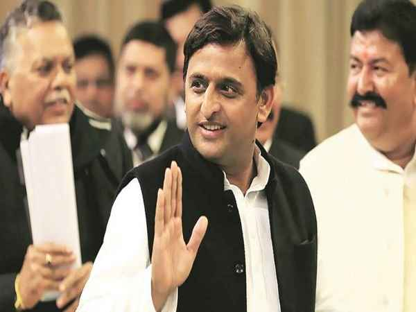 /news/features/samajwadi-party-war-mulayam-vs-akhilesh-yadav-who-is-the-king-393931.html
