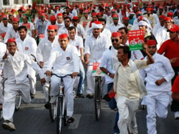 Mulayam Vs Akhilesh: Fight over SP cycle symbol reaches the Election Commission