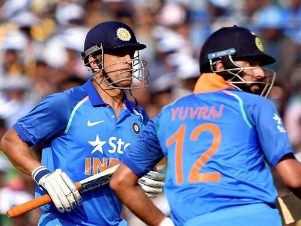 Only old notes are out of circulation: Virender Sehwag hails MS Dhoni and Yuvraj Singh