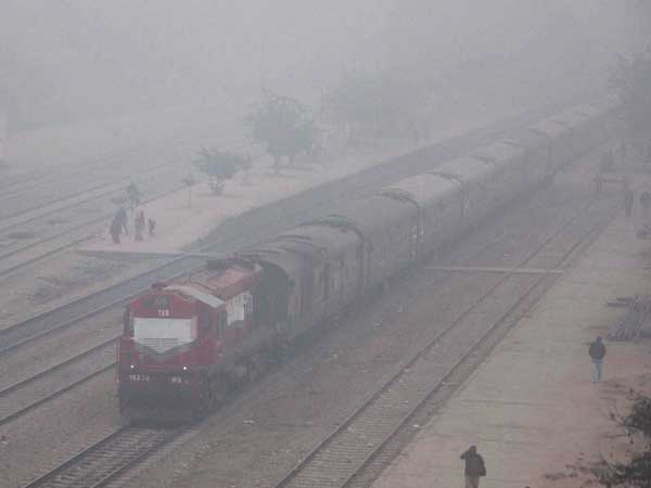 26 trains delayed (arriving late in Delhi area), 8 rescheduled and 7 cancelled due to fog