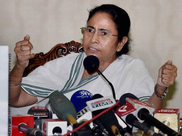UP Assembly Election 2017: Mamata Banerjee congratulates Akhilesh Yadav for getting SP symbol