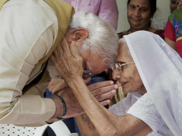 Pm Narendra Modi Skips Yoga To Meet Mother, Had Breakfast With Heeraben