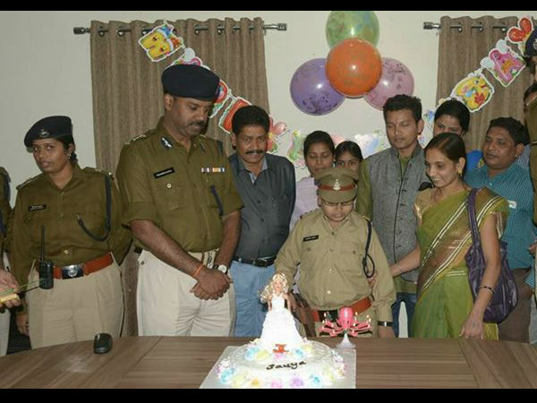 Raipur police makes child birthday special make her police officer for a day!