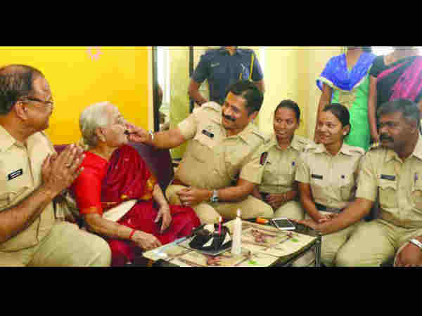 83-Year-Old Gets A Surprise Birthday Party From Mumbai Cops