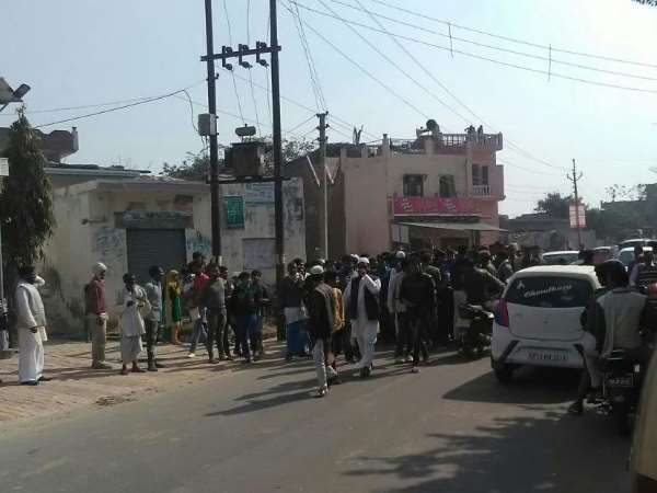 Violence Between Party Workers After Voting In Sardhana Meerut