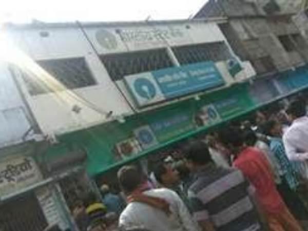 <strong>Read more: बिहार: फिल्मी स्टाइल में एसबीआई ब्रांच से 39 लाख रु. लूटकर अपराधी फरार</strong>