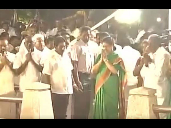 Sasikala pays tribute at Jayalalithaa's memorial before going to meet governor