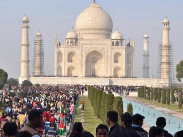 2000 Young Boys And Girls Not Getting Marriage Because Of Taj Mahal