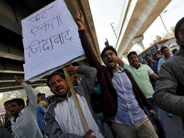 Jat leaders call off agitation in Delhi after talks with Haryana chief minister