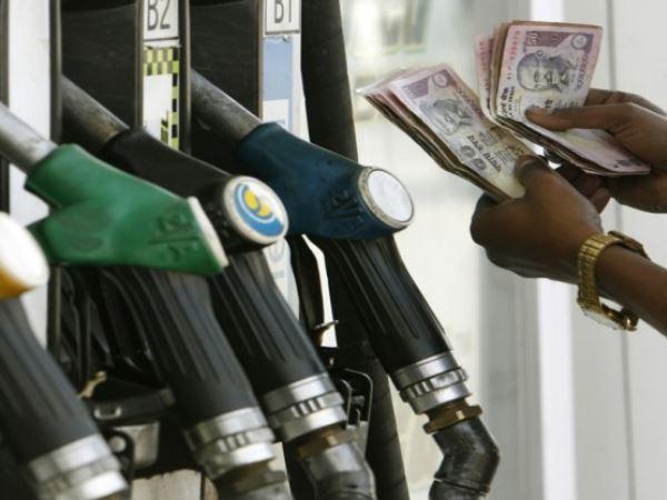 <strong>इसे भी पढ़ें:- पेट्रोल और डीजल के दामों में गिरावट, जानिए कितनी हुई कटौती</strong>