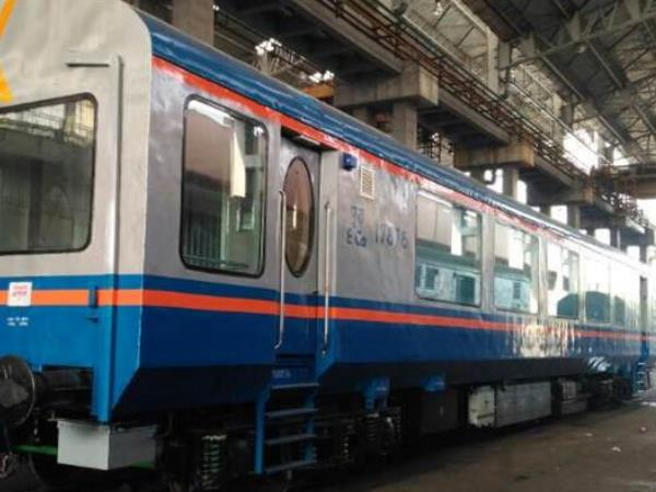 Suresh Prabhu launches new rail coach with glass roof, GPS.