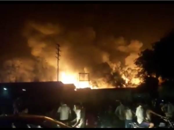 Fire Breaks In Chamical Factory Ghaziabad Uttar Pradesh