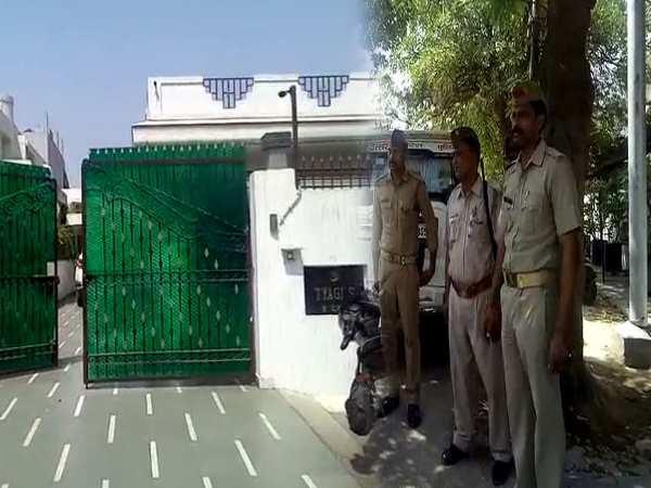 Ips Officer Sanjeev Tyagi Father Shot Dead Ghaziabad