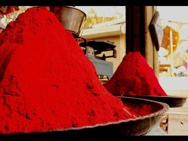 Image result for स्त्रियां लाल कुंकुम