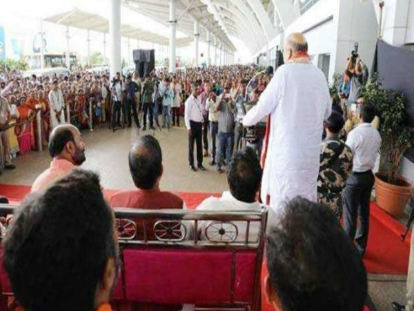 Complaint over Amit Shah's 'illegal' meeting at Goa airport