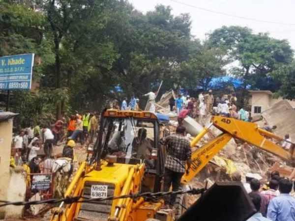 <strong>इसे भी पढ़ें:- मुंबई में ढही चार मंजिला इमारत, 12 की हुई मौत, कई लोग फंसे</strong>