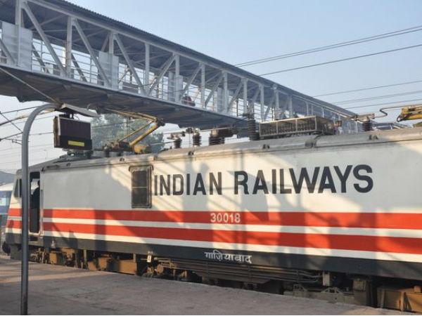 <strong>Read more: हादसे से रेलवे को करोड़ों का घाटा, इलाहाबाद में साढ़े 3 हजार टिकट कैंसिल</strong>