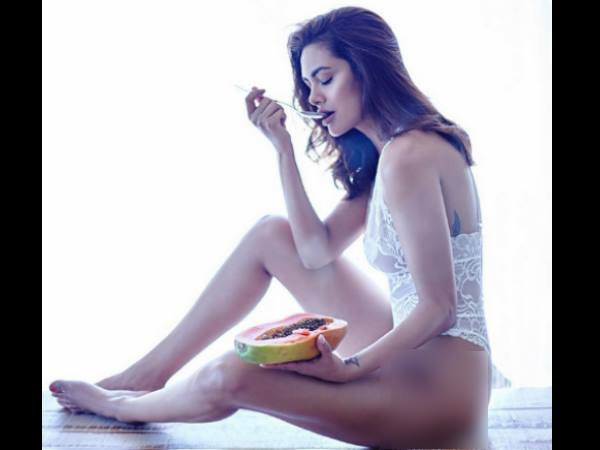 Esha Gupta shares her Hot Pictures on Instagram