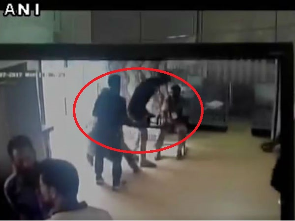 WATCH:Terrorists tried to snatch rifle of bank guard in Budgam district's