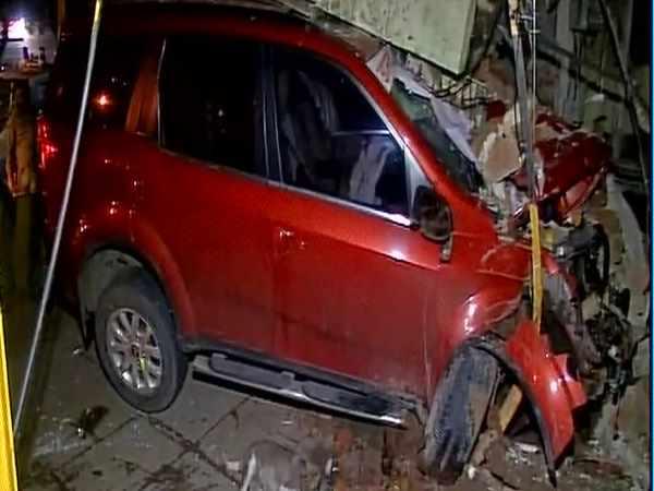 मुंबई: पुलिस चौकी में घुसी भाजपा विधायक की कार, 2 घायल