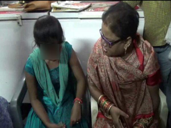 <strong>Read more:VIDEO: मुस्लिम लड़के के इश्क में हिंदू लड़की, भाजपा की नेता ने जड़े तड़ातड़ तमाचे</strong>