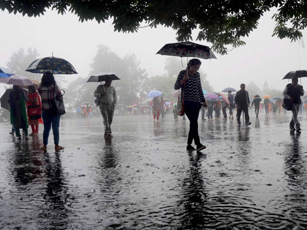 दीपावली की खुशियों में पड़ सकती है खलल, इन इलाकों में बारिश की आशंका