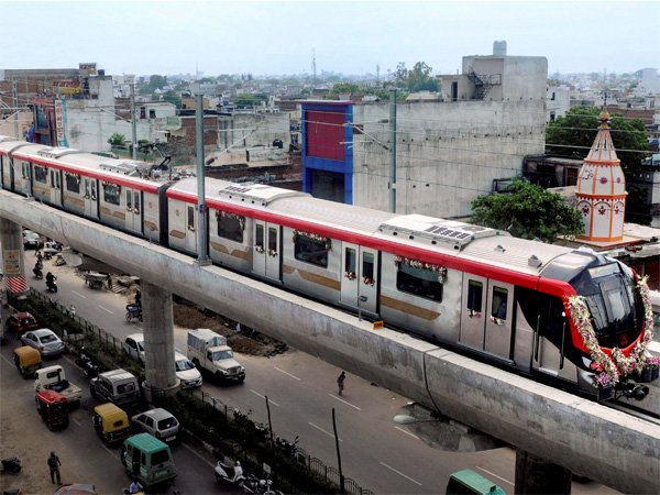 In Lucknow Metro, students and employees killed, 6 injured and 2 security guards injured