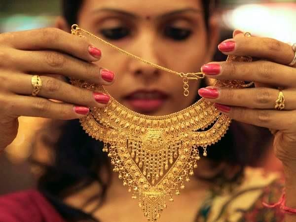 Dhanteras 2017: Gold Silver price down, check price before go to diwali shopping