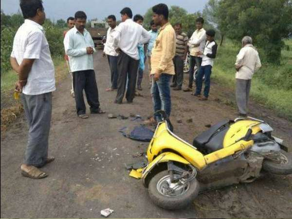Two daughters died in accident while coming to celebrate mother's win in election in Maharashtra.