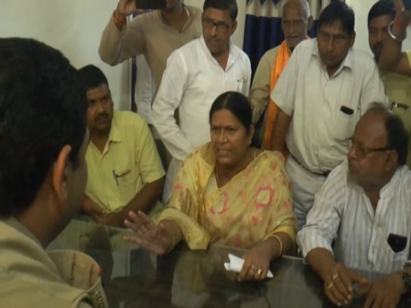 Etawah MLA scolded and beaten SO in police station