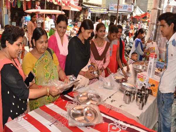 GST ने फीकी की दिवाली, व्यापारियों को अब शादियों से उम्मीदें