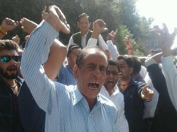 टिकट आवंटन को लेकर भाजपा में घमासान, पूर्व मंत्री के समर्थकों ने काटा बवाल