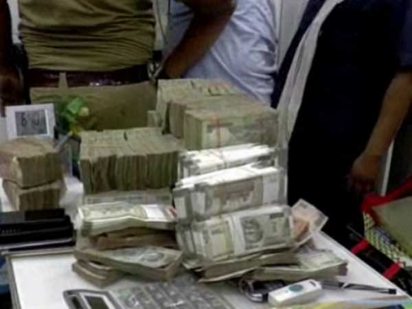 4.5 crores rupees found inside sofa and wardrobes in Kanpur