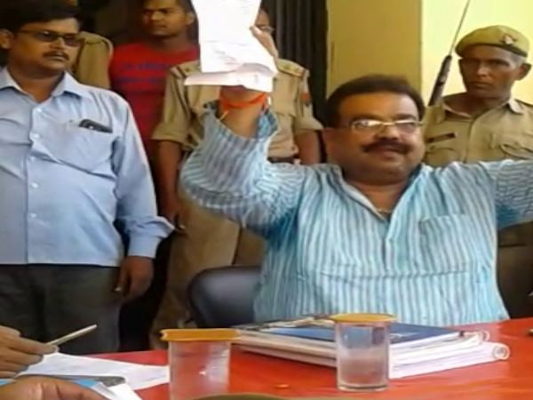 MLA scolded Inspector in police station