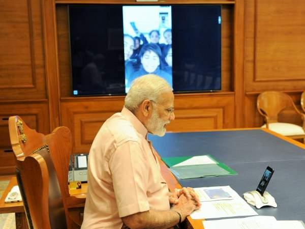 पीएम मोदी ने वीडियो कॉलिंग कर किनको दी दिवाली की बधाई?